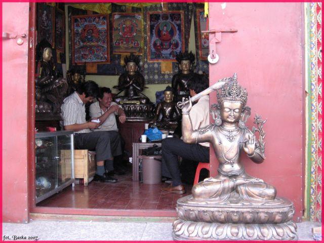 """Zdjęcia: Lhasa, Tybet, Sklepik z """"pamiątkami"""", TYBET"""