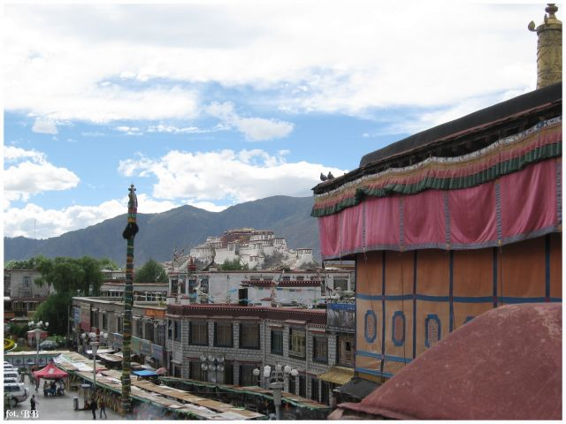 Zdjęcia: Lhasa - Jokhang, Tybet, Widok z dachu świątyni Jokhang , TYBET