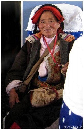 Zdjęcia: pociąg Golmud - Lhasa, Tybet - północna część, Tybetanka z pociągu, TYBET
