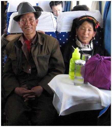 Zdjęcia: pociąg Golmud - Lhasa, Tybet - północna część, Para Tybetańczyków, TYBET