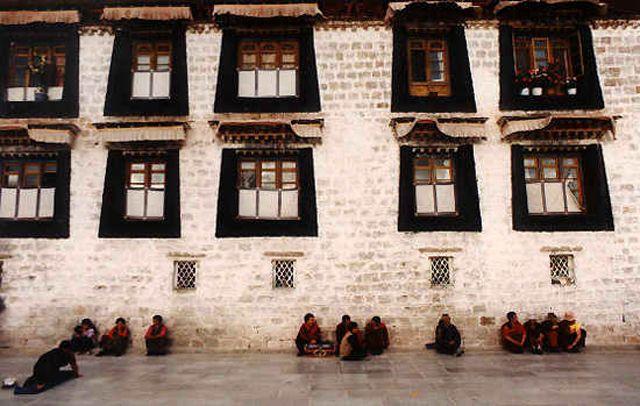 Zdjęcia: Lhasa, mur świątyni Jokhang, TYBET