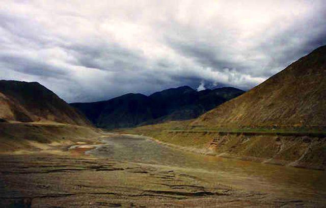 Zdjęcia: droga do Nepalu, przed burzą, TYBET