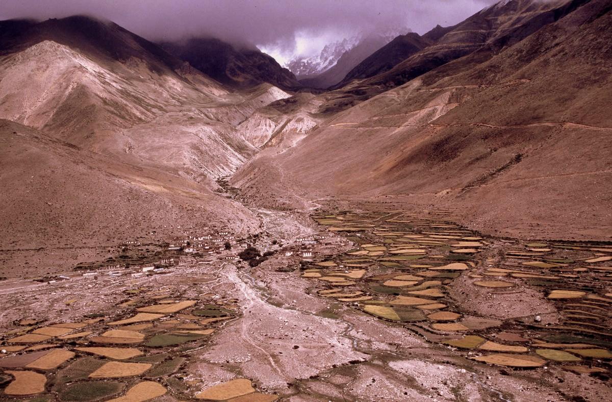 Zdjęcia:  po drodze, Tybetański Region Autonomiczny, Gdzieś w dolinie, TYBET