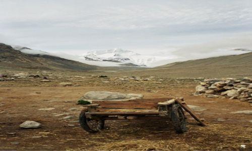 Zdjęcie TYBET / - / baza pod Mount Everestem / Tybet, którego już nie ma. A już rok później ruszył pociąg do Lhasy ...
