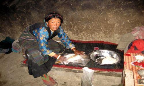 Zdjęcie TYBET / okolice Tingri / w gościnie u tybetańczyków.... / Co dziś będzie na kolację?