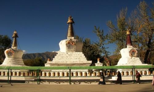 Zdjecie TYBET / Lhasa / Lhasa / trzy czorteny