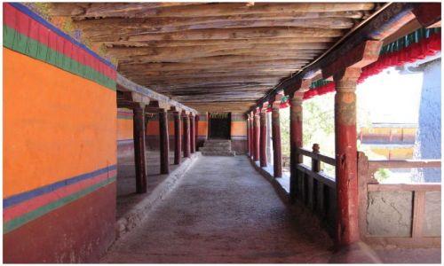 Zdjęcie TYBET / Tybet południowy / klasztor Shalu / Podcienia