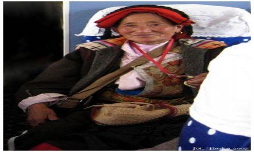 Zdjecie TYBET / Tybet - północna część / pociąg Golmud - Lhasa / Tybetanka z pociągu