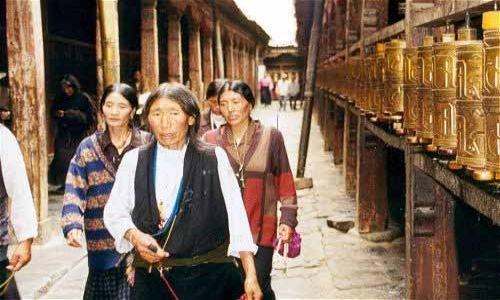 TYBET / Tybet Południowy / Lhasa / Lhasa - w świątyni