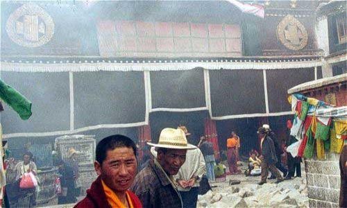 TYBET / Tybet Południowy / Lhasa / Światynia w centrum Lhasy