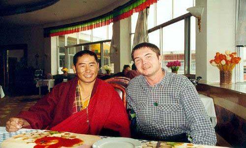 TYBET / Tybet południowy / Lhasa / Polak, Tybetańczyk... dwa bratanki