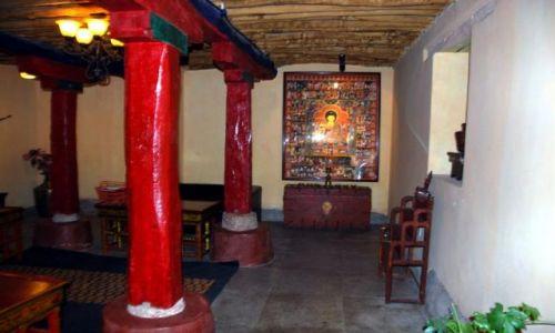 Zdjecie TYBET / - / Lhasa / Mieszkanie rodziny Dalajlamy - dziedziniec