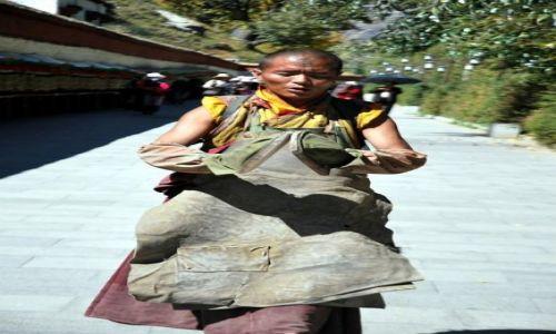 Zdjecie TYBET / - / Lhasa / Droga Pielgrzyma wokół Pałacu Potala - przygotowany do pozycji \