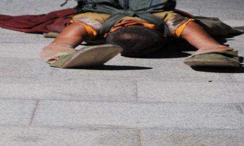 Zdjecie TYBET / - / Lhasa / Droga Pielgrzyma wokół Pałacu Potala - pozycja