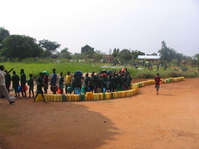 Zdjęcia: kakooge, nakasongola, kolejka po wode, UGANDA