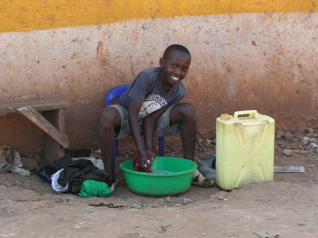 Zdjęcia: Kampala, pranie, UGANDA