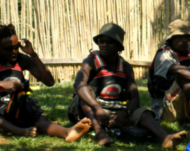 Zdj�cia: Adrift, knajpa, baza raftingu na �r�d�ach Nilu, Kampala, B�d� nas wy�awia� z kipieli, UGANDA
