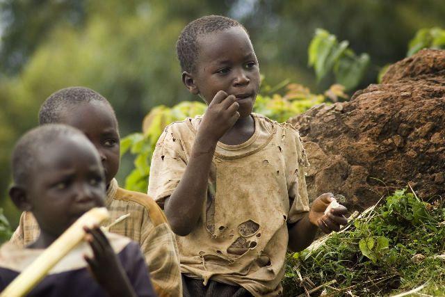 Zdj�cia: Sipi Falls, Sipi Falls, dzieci, UGANDA