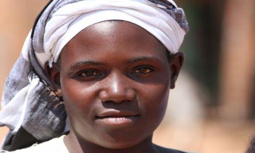 Zdjecie UGANDA / Itanda Falls / Itanda Falls / Ugandan Woman