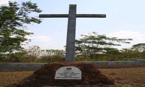 Zdjecie UGANDA / Budongo  / Masindi - Nyabeya / Krzyż główny z cmentarza
