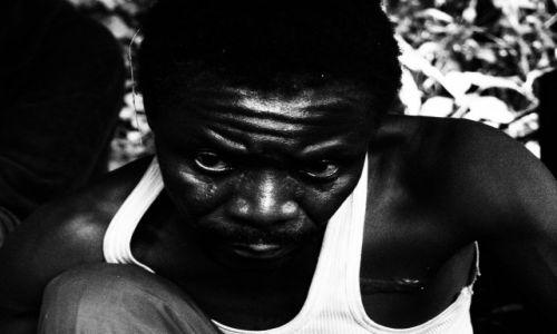 Zdjecie UGANDA / - / Rwenzori NP / Szaman z plemienia Bukonzo