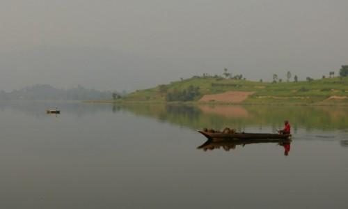 UGANDA / Poludniowo-zachodnia Uganda / Jezioro Bunyonyi /  Spokojny poranek na jeziorze