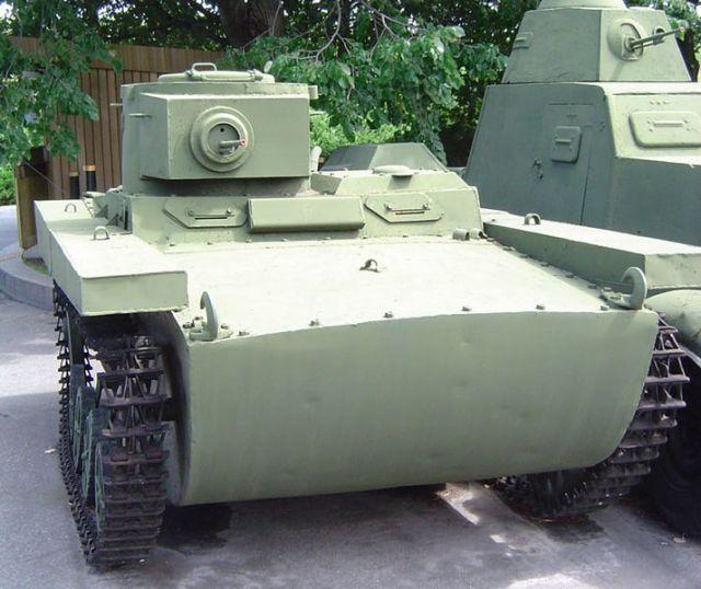 Zdjęcia: Kijów, tank T-38, UKRAINA