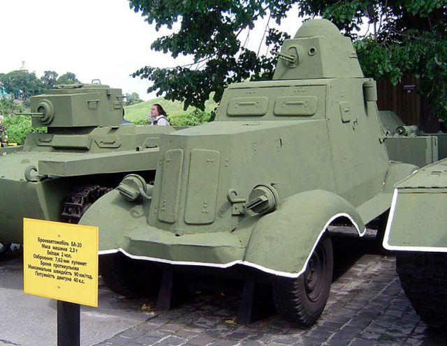 Zdjęcia: Kijów, tank BA-20, UKRAINA