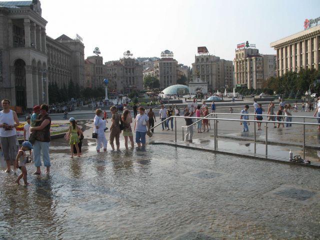 Zdjęcia: KIJÓW, TROCHĘ OCHŁODY NA CHRESZCZTYKU, UKRAINA
