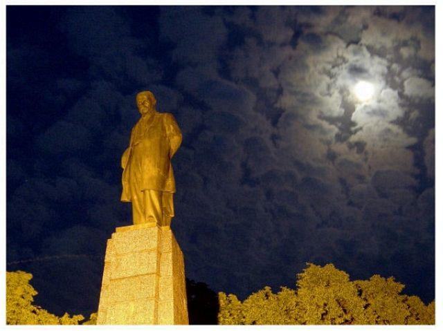 Zdj�cia: Kaniw, pomnik Szewczenka, UKRAINA