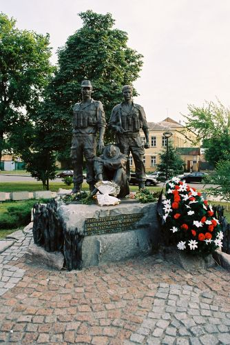 Zdjęcia: KIJÓW, NAJBARDZIE NORMALNY Z POMNIKÓW - BOHATEROM WOJNY W AFGANISTANIE, UKRAINA