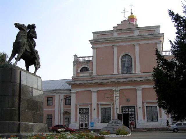 Zdjęcia: Tulczyn, pomnik Suworowa i klasztor dominikański, UKRAINA