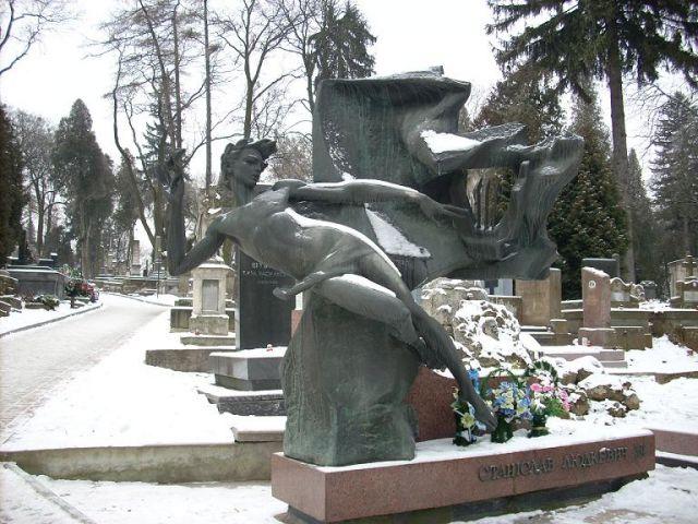Zdjęcia: Lwów, Ukraina Zachodnia, Grób na cmentarzu Łyczałkowskim, UKRAINA