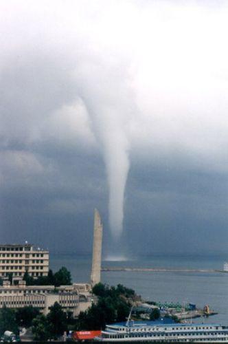 Zdj�cia: sewastopol, czy to jest tornado, UKRAINA