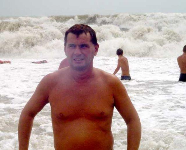 Zdjęcia: Eupatoria, Krym, kąpiel w czasie sztormu na plaży w Eupatorii, UKRAINA