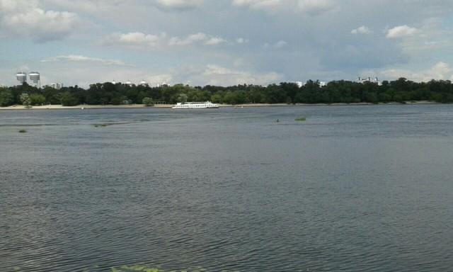 Zdjęcia: Dniepr, Kijów, Statki na rzece w Kijowie, UKRAINA