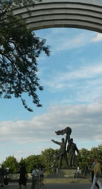 Zdjęcia: Park Chreszczaty, Kijów, Łuk przyjaźni narodów-3, UKRAINA