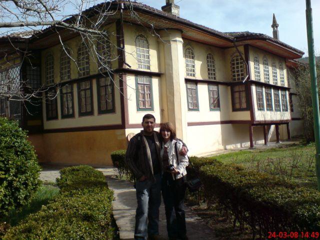 Zdjęcia: BAKCZYSARAJ, KRYM, Niewierni i Pałac Chanów w tle, UKRAINA
