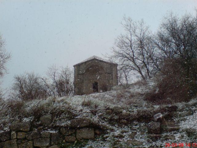 Zdjęcia: Czufut-Kale, KRYM, Mauzoleum Dżanike (podczas śnieżnej nawałnicy), UKRAINA