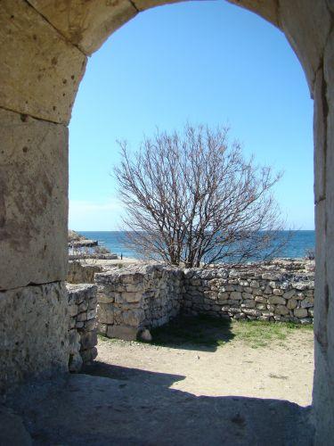 Zdjęcia: Sewastopol-kolonia grecka, KRYM, W zaułku Cersonesu, UKRAINA
