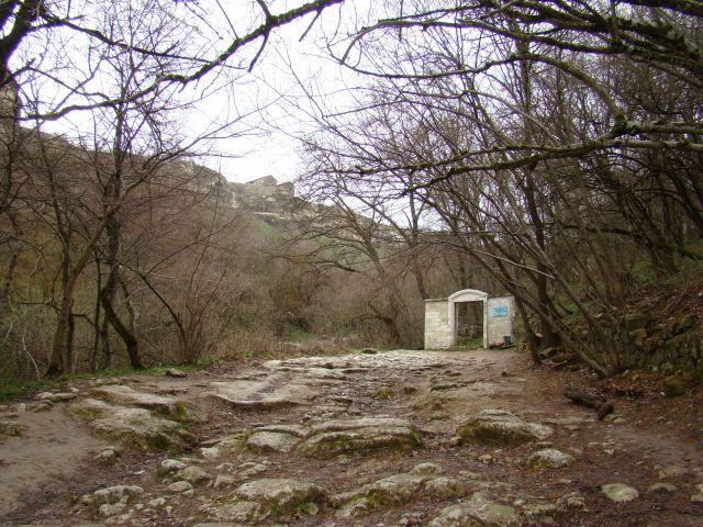 Zdjęcia: CZUFUT-KALE, KRYM, W drodze do skalnego miasta, UKRAINA