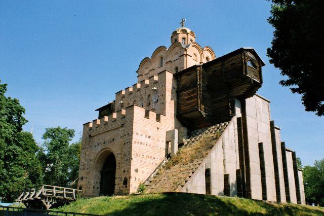 Zdjęcia: KIJÓW, Betonowa rekonstrukcja Złotej Bramy, UKRAINA