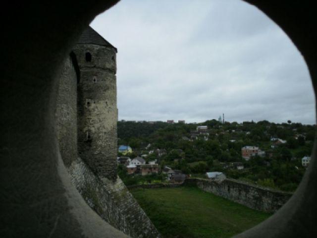 Zdjęcia: Zamek w Kamieńcu Podolskim, Kamieniec Podolski, widoczek z okna z zamku, UKRAINA