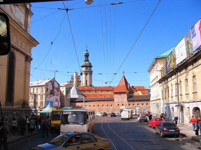 Zdjęcia: Lwów, Obwód Lwowski, ulica Lwowa, w głębi Cytadela, UKRAINA