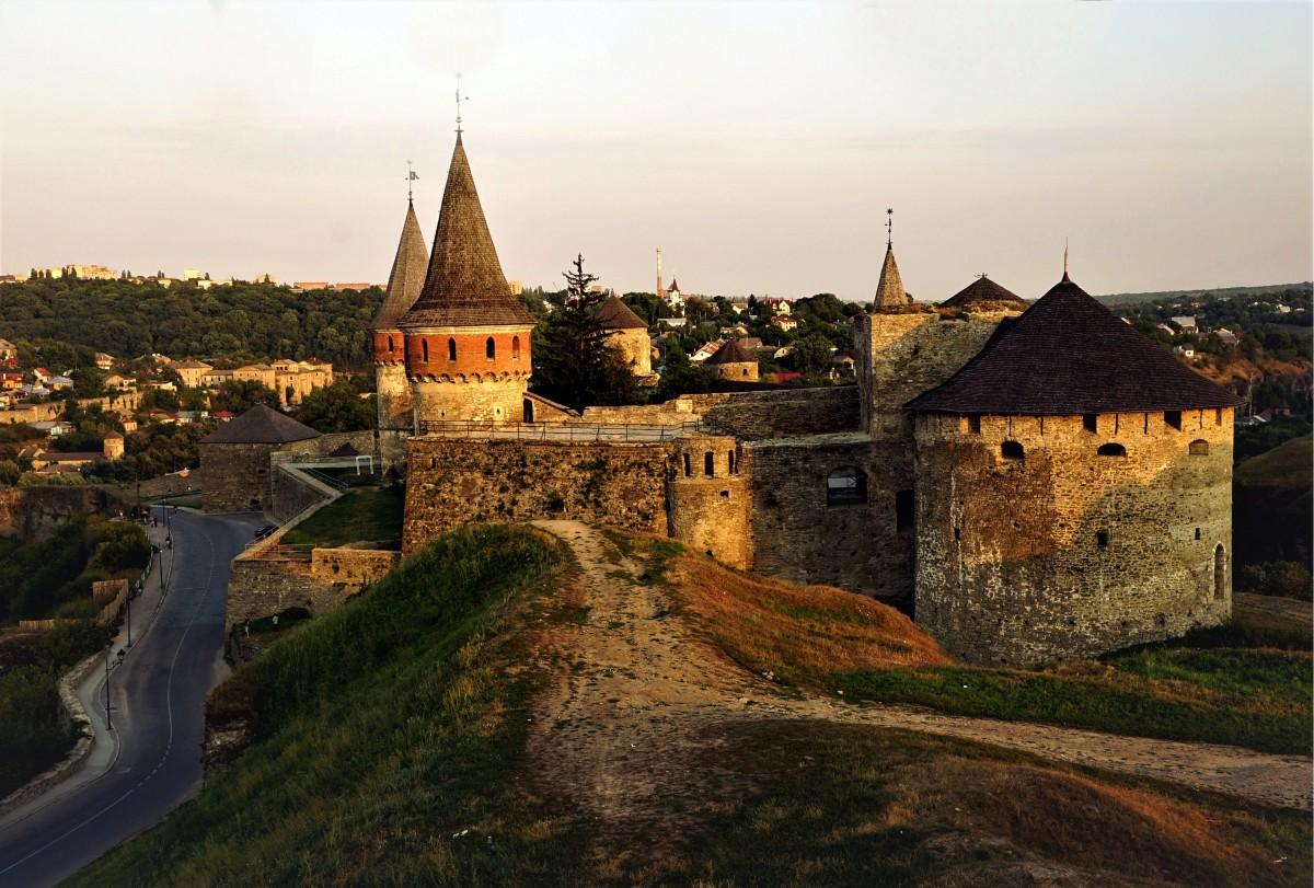 Zdjęcia: Kamieniec Podolski , Chmielnicki , Zamek pod wieczór, UKRAINA