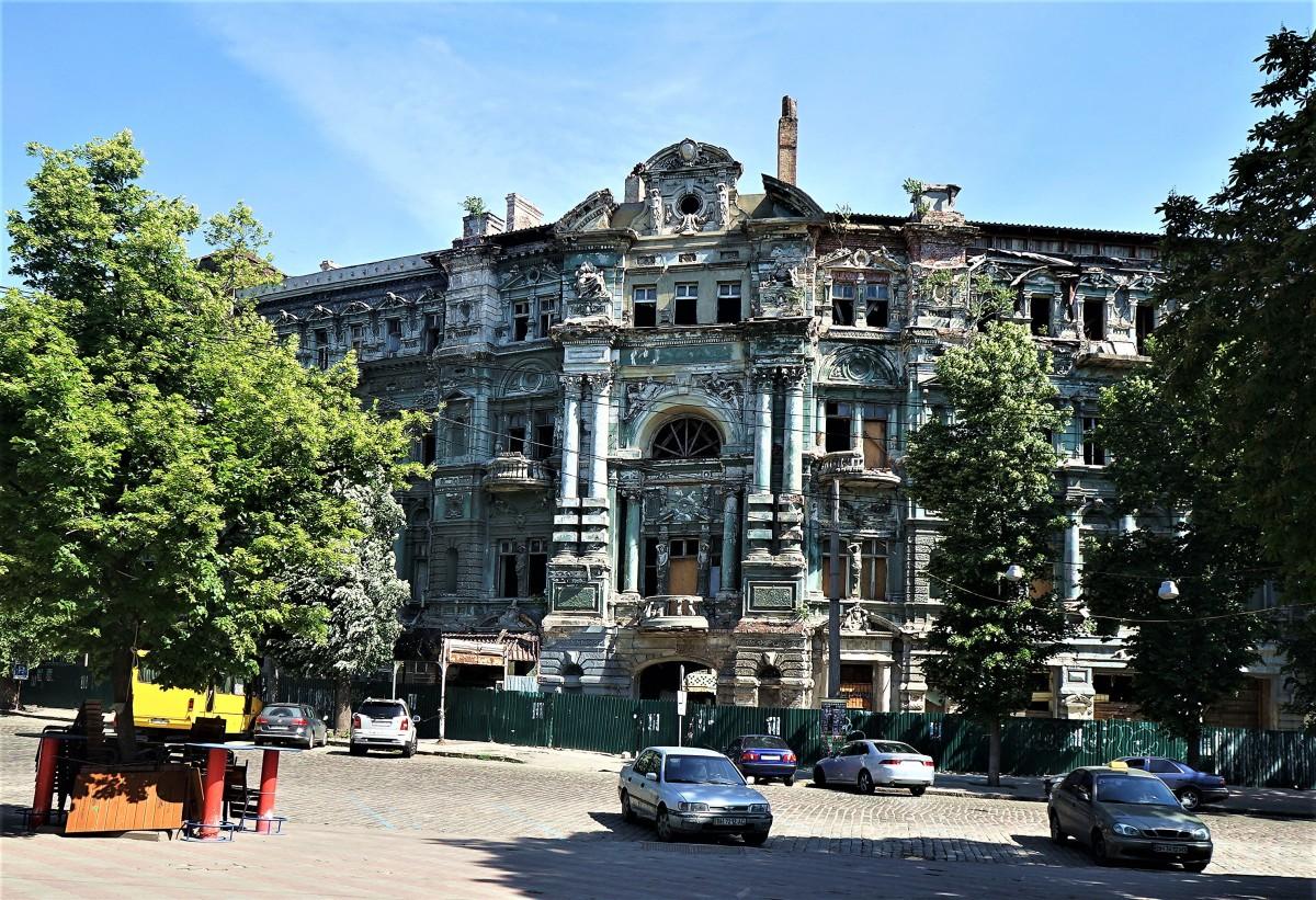 Zdjęcia: Plac Soborowy, Odessa, Piękna kamienica w ruinie, UKRAINA