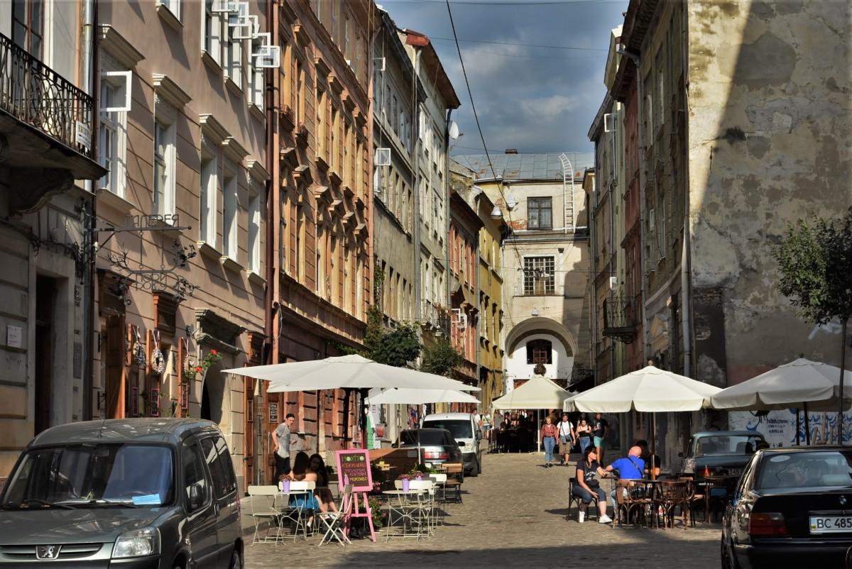 Zdjęcia: Lwów, Obwód lwowski, Lwów, zakamarki, dawna brama miejska, dziś część budynku, UKRAINA
