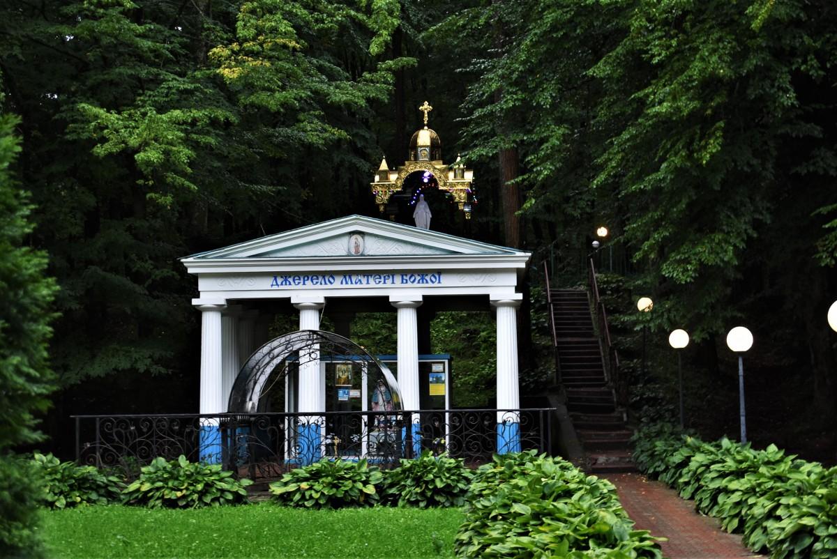 Zdjęcia: Morszyn koło Stryja, Obwód Lwowski, Morszyn, kapliczka i źródło zdrojowe, UKRAINA