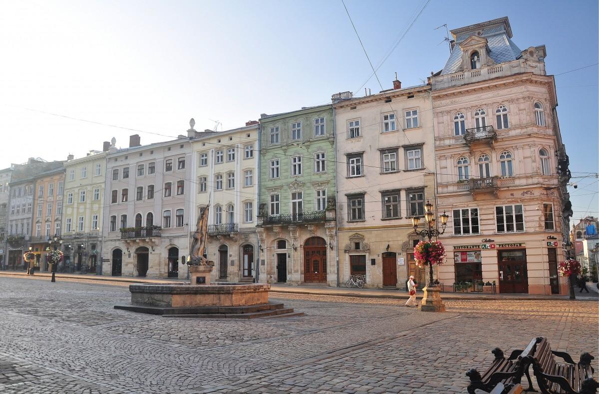 Zdjęcia: Lwów, Obwód lwowski, Rynek we Lwowie o poranku, UKRAINA