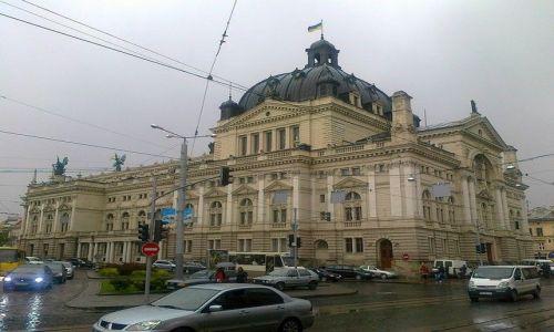 Zdjęcie UKRAINA / Lwowski / Lwów / Teatr Wielki - opera lwowska - od bazaru